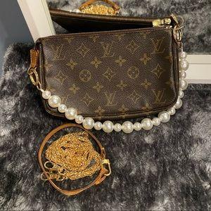 Louis Vuitton Pochette Accessoires in Monogram